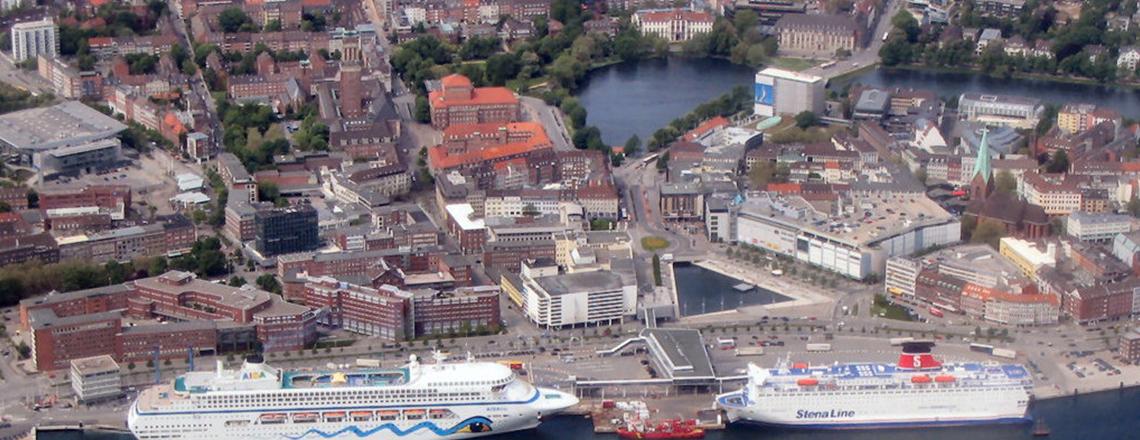 Stadt Kiel aus der Luft - Hafen und Innentadt