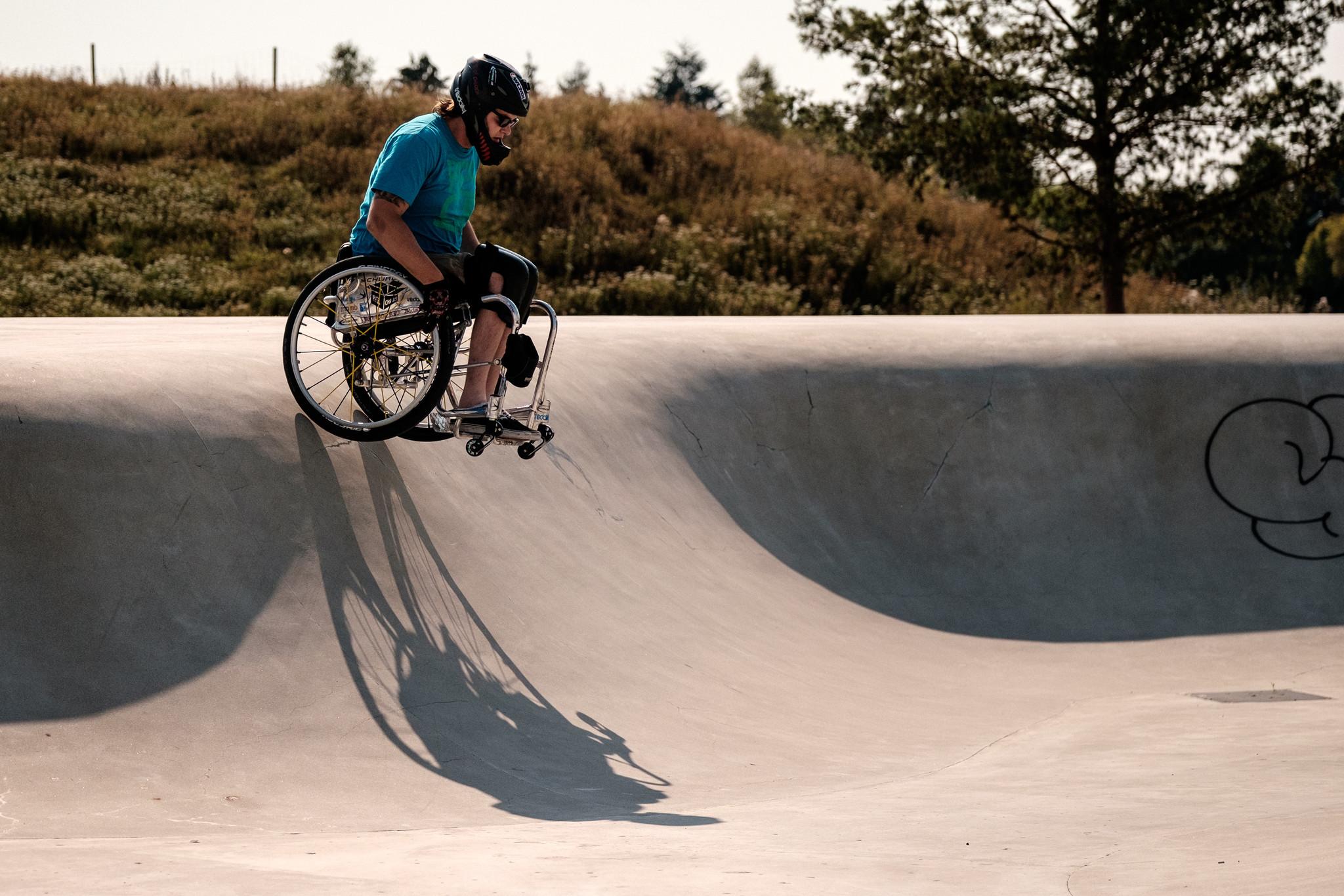 Mit dem Rollstuhl auf die Skatebahn